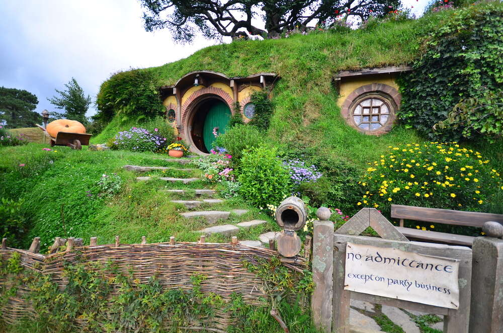 Along the routes of the Lord of the Rings and the Hobbits